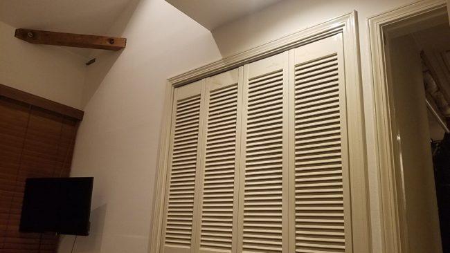 収納扉の高さは標準かハイドアか?
