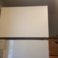 冷蔵庫上のデッドスペースを収納BOXで有効活用!