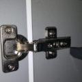 収納扉のスライド丁番は簡単に外せるよ!