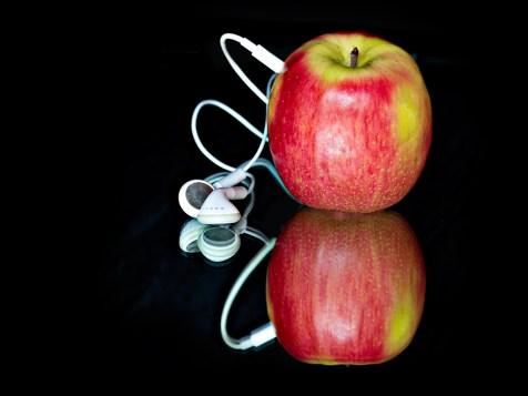 P1-Always-Pluuged-into-Apple-_-Helen-Renouf