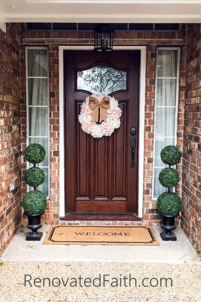 Hydrangea Door Wreath - This easy, affordable wreath is sure to brighten up your front door for spring. #springwreath #hydrangeadoorwreath #diywreath #renovatedfaith