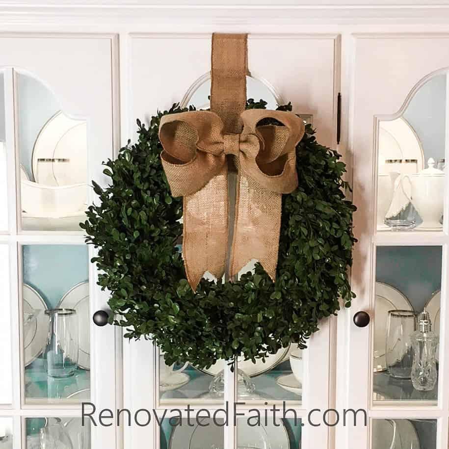 Burlap Bow Tutorial – The easy way to make burlap bows for wreaths and home décor. #burlapbowtutorial #diybow #burlapbow #renovatedfaith.com