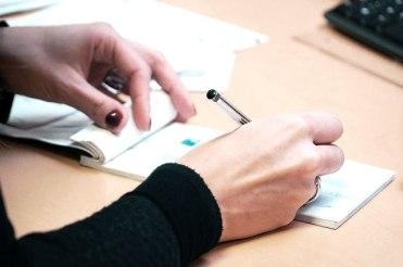 Tu dois définir un échéancier de paiement avec ton artisan.