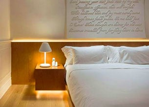 Crée le coup de coeur dans la chambre avec une tête de lit lumineuse