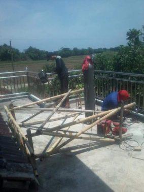 Proses pemasangan balkon