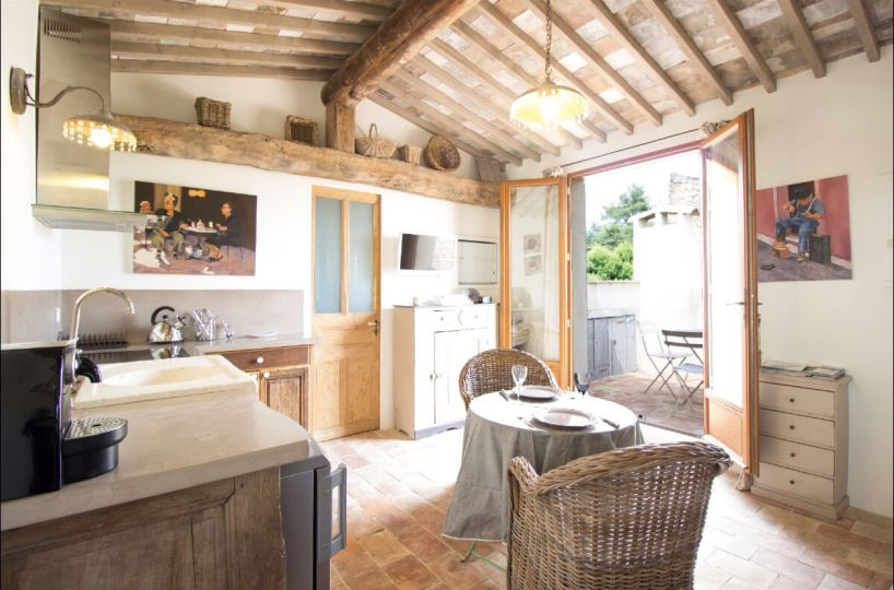 Luberon villages Provence France Rent-Our-Home rentourhomeinprovence Lourmarin Le Nid d'Hirondelles