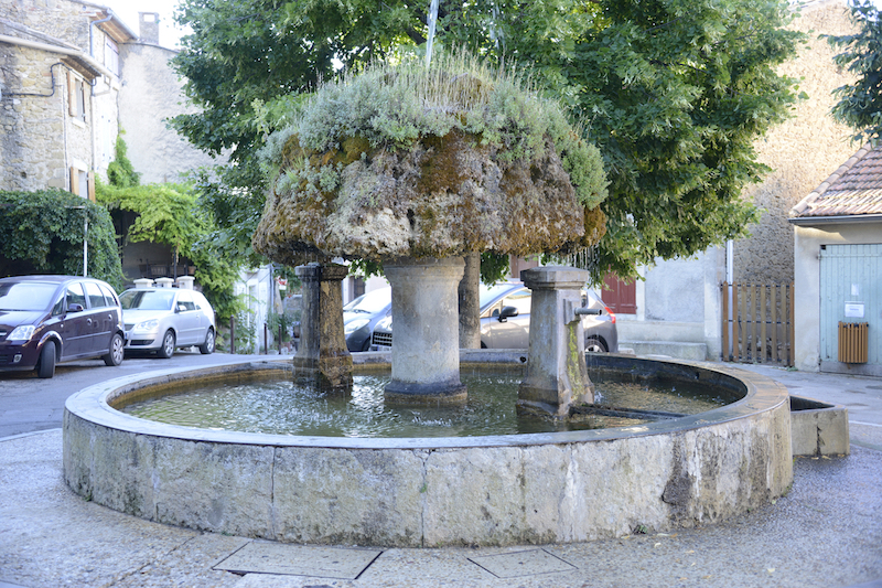 Vaugines fountain Luberon villages Provence France Rent-Our-Home rentourhomeinprovence