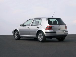 Volkswagen Golf 4 2004, 1.6 Benzina - Rent a Car Tg Mures