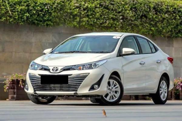 rent Toyota yaris in lahore