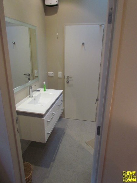 12B-Broadview-Rise-Rent-A-Room-Bathroom-111