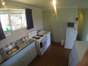 185A-Fernhill-Road-Kitchen-awww.rentaroom.org_.nz_-1024x768