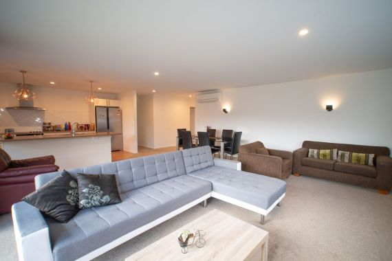 Rent-A-Room 8 Regent Street Living 4_preview