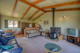 28 Earnslaw Terrace Living Room 4
