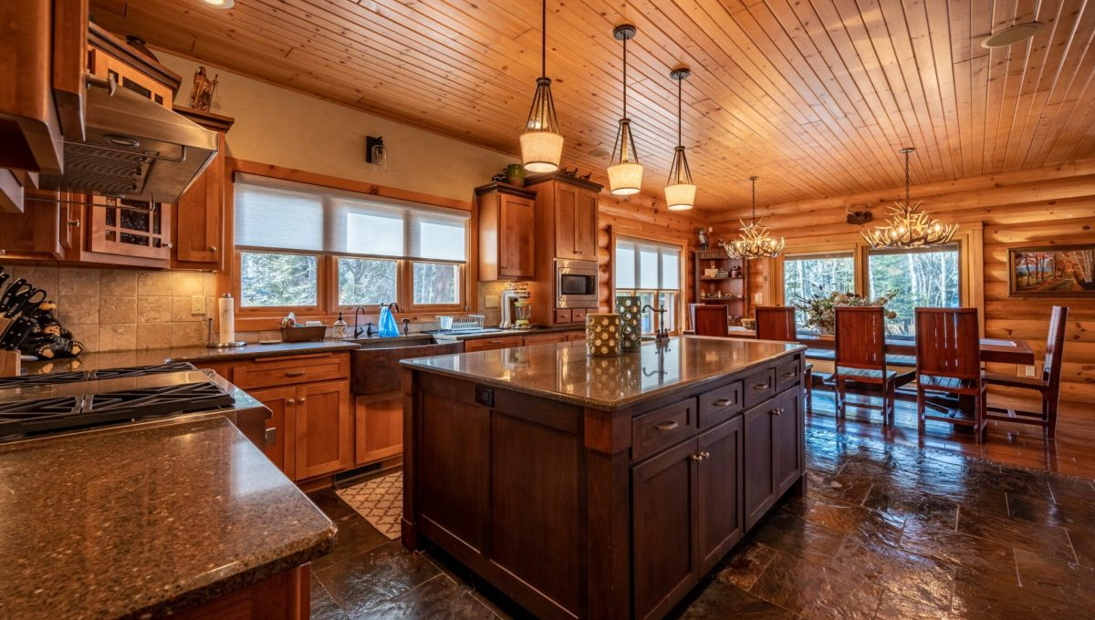 5559 Cave Point Drive-29