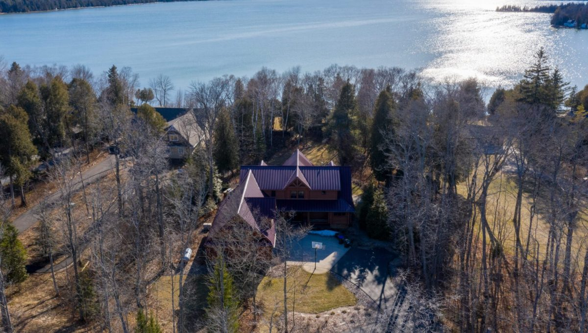 5559 Cave Point Drive-3