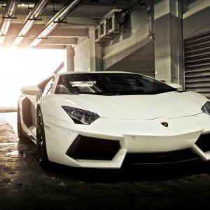 lamborghini aventador roadster rent dubai,cheap supercars dubai,best deals