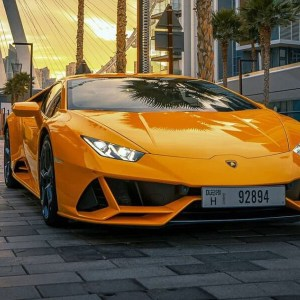 Lamborghini Huracán EVO Coupe Rental Dubai,cheap rent a car dubai per month