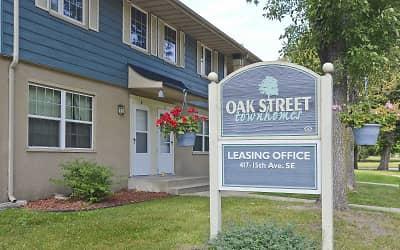 oak street townhomes apartments