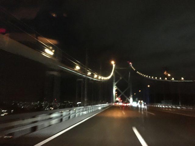 夜の橋の写真