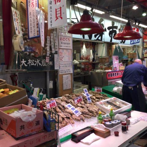 近江町市場の立ち食いコーナー