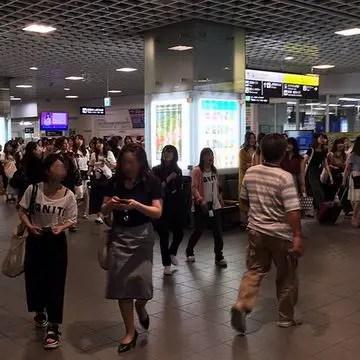 福井駅に溢れる人たち