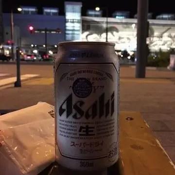福井市西口のベンチで呑むビール