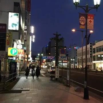 夕暮れ時の山形駅東口付近