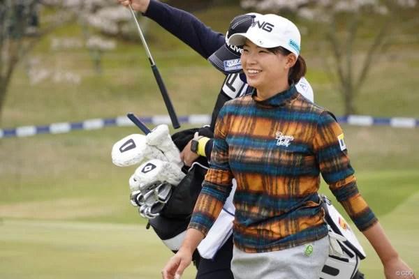 ビームスゴルフのゴルフウェアを着た渋野日向子プロ