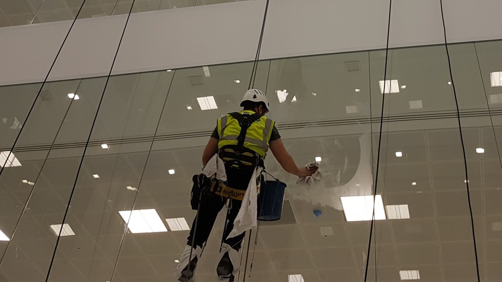 glass polishing abseiling