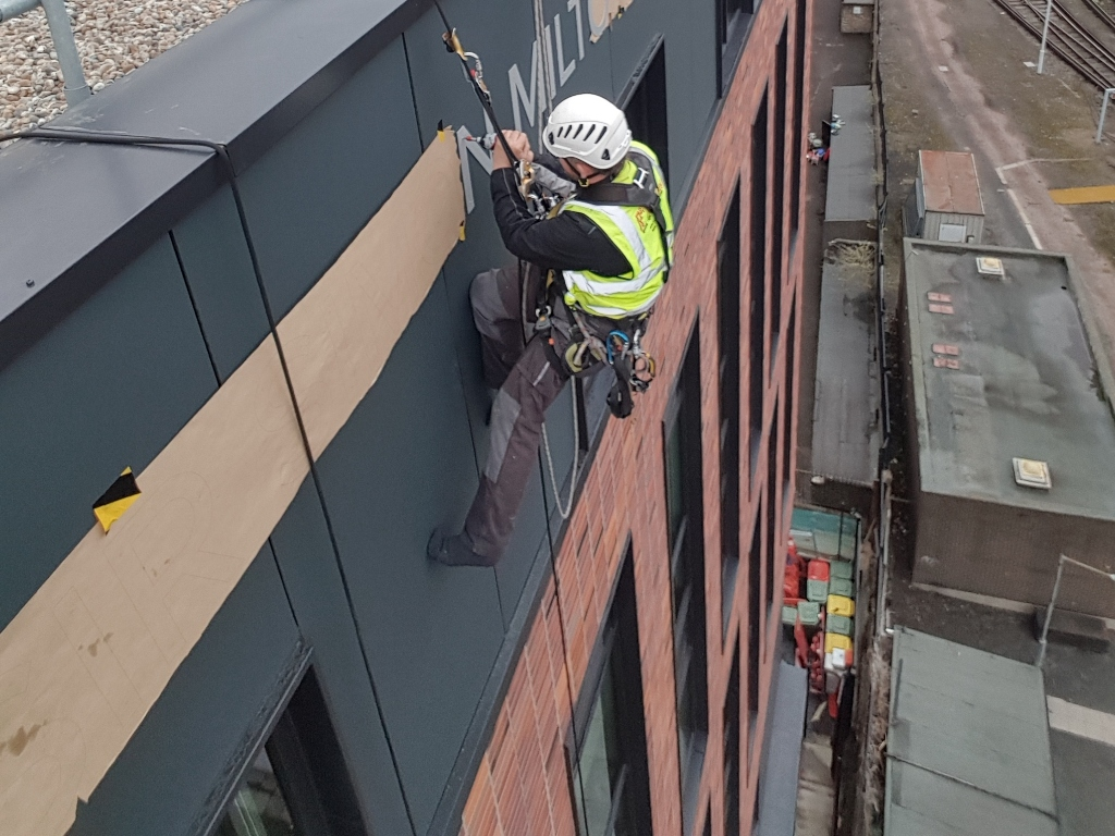 sign installation abseiling