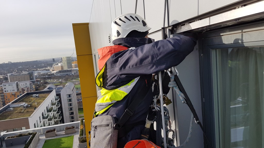 abseiling building maintenance