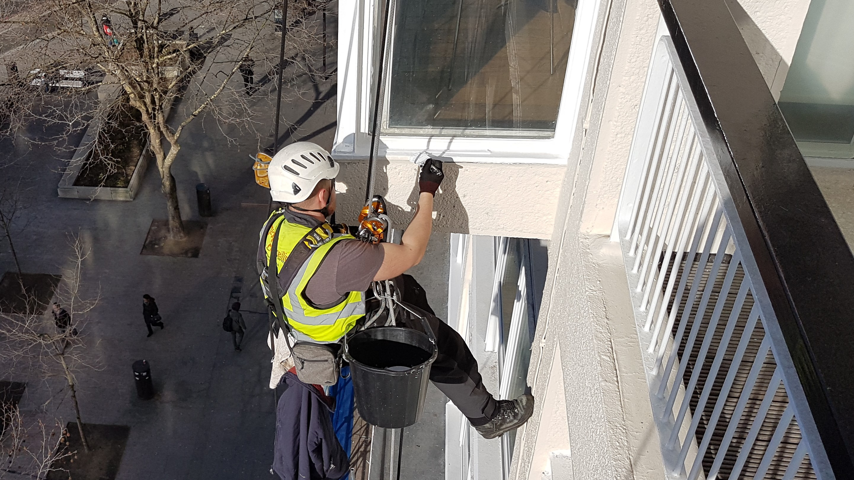 abseil window painting