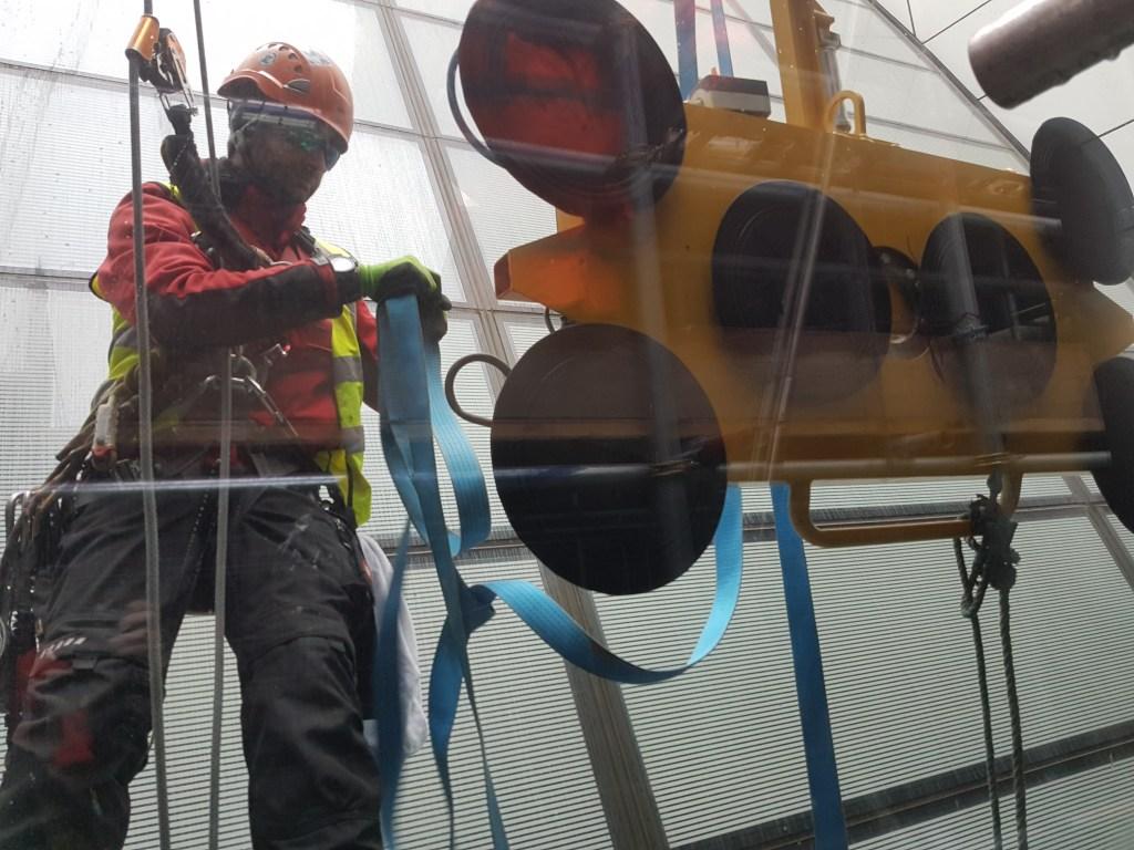 glass vacuum lifting