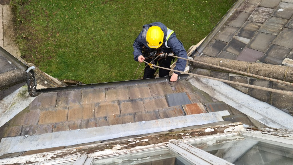 high level residential gutter cleaning without scaffolding