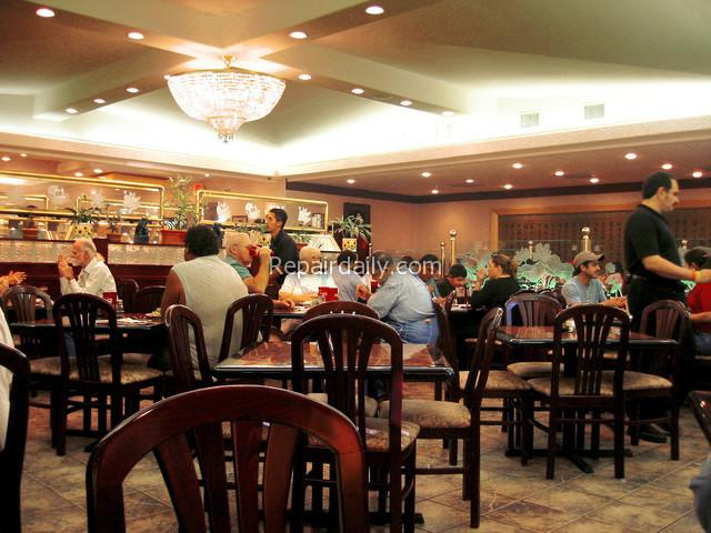 people-at-restaurant-