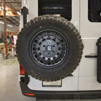 Owl Van VS30 with 265/70R17 tire and wheel