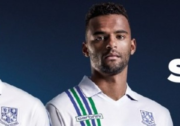 tranmere-rovers-2015-2016-home-kit-1