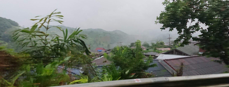 山岳民族の村全景