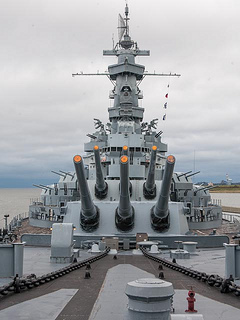 Big guns on the USS Alabama