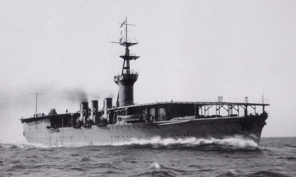 Japanese_aircraft_carrier_Hosho_1922