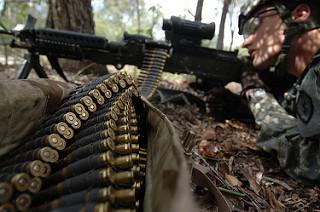 歩兵の装備について - ライフル銃とマシンガン