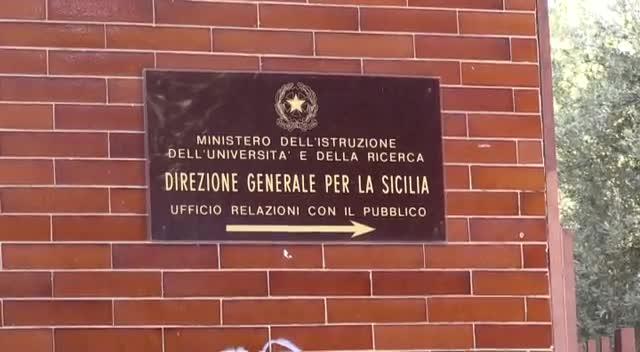 Prof Trasferiti Fuori Dalla Sicilia Protesta A Palermo Video