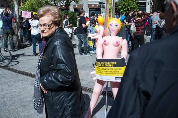 Poupées gonflables, statue de clitoris et pièce de théâtre anticléricale ont peut-être choqué certaines familles.