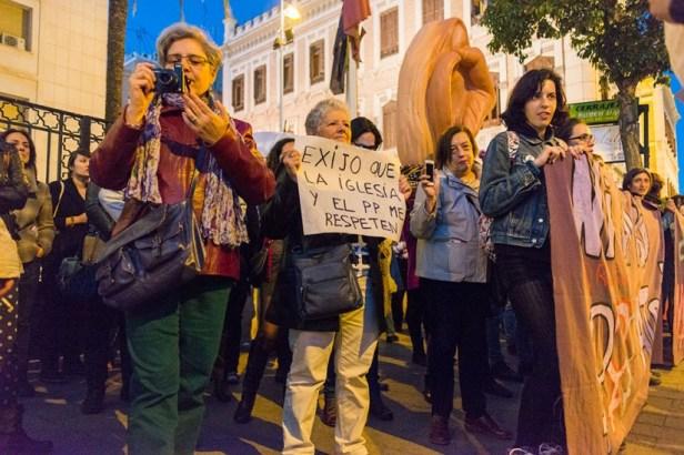 L'Eglise catholique et le parti populaire dans la ligne de mire des manifestants pro-avortement.