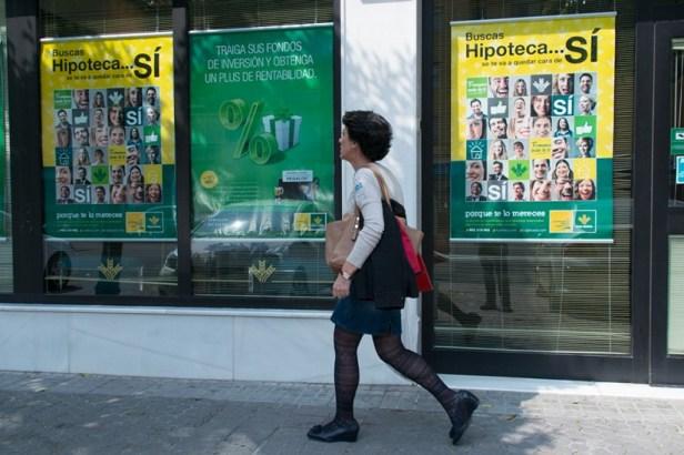 A Séville, les publicités d'une banque pour ses produits hypothécaires. Photo : Antony Drugeon