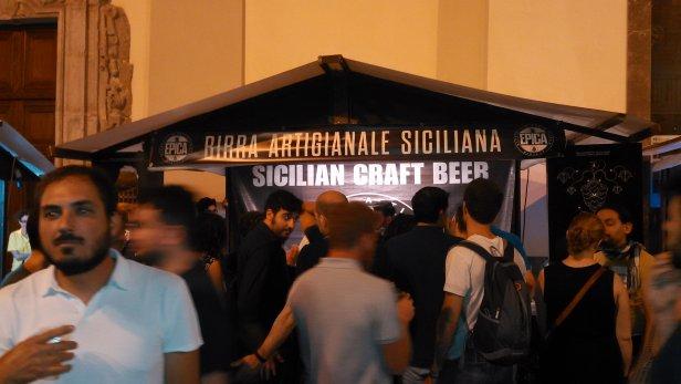 Au festival de la bière artisanale de Sicile