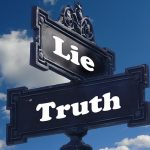 嘘をつく人の特徴ある11の行動!こんな癖は疑われる…