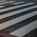 信号のない横断歩道で車が止まらない…その理由は?