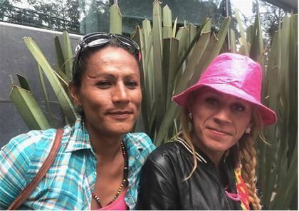 Una foto de Roxana Hernández, una mujer transgénero hondureña con VIH que murió bajo la custodia del Servicio de Inmigración y Aduanas de Estados Unidos en 2018, cuelga en una pared dentro de las oficinas del Colectivo Unidad Color Rosa, un grupo de defensa LGBTQ en San Pedro Sula, Honduras. (Foto del Washington Blade por Michael K. Lavers).