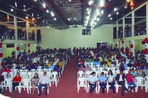 O último evento que fizeram a entrega de certificado ficou lotado de jovens.